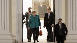 Nemecké rokovania o vládnej koalícii sprevádzajú nezhody, tvrdí Merkelová