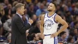 NBA: Po výprasku v Utahu obhajcovia Golden State triumfovali na palubovke Sacramenta