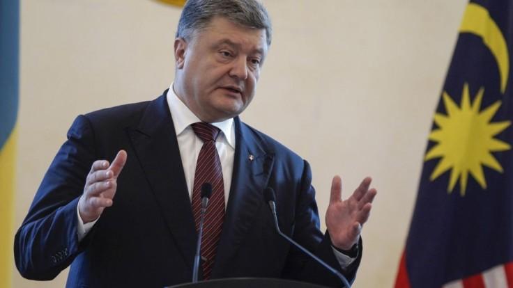 V Kyjeve protestovali tisícky demonštrantov, žiadali rezignáciu Porošenka