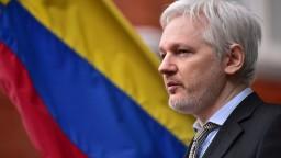 Londýnsky súd rozhodol o zatykači na Assangea