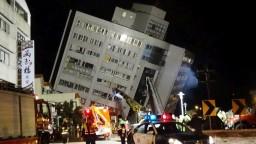 Taiwan zasiahlo silné zemetrasenie, zdevastovalo aj desaťposchodový hotel