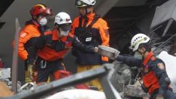 Na Taiwane pokračujú záchranné práce, počet obetí však stúpol