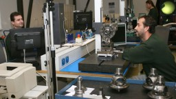 Už nebudeme montážnou dielňou, sľubuje Fico. Pomoc investorom sa zmení