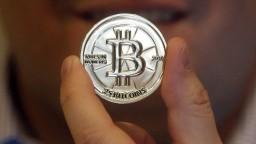 Národná banka varuje pred bitcoinom, kryptomena prudko klesá