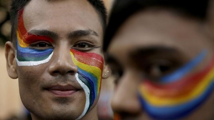 Indický princ otvára svoj ružový palác prenasledovaným gejom