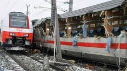 V Rakúsku sa zrazili vlaky, najmenej jeden človek prišiel o život