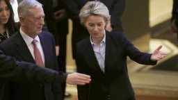 Do čela NATO sa môže dostať žena, jeden tip už má