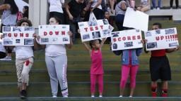 Preživší streľby na floridskej škole demonštrovali za kontrolu zbraní