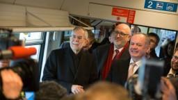 Medzi Bratislavou a Viedňou premáva umelecký vlak, spustil ho Kiska