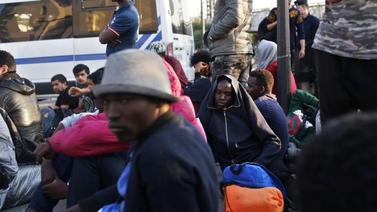 Český diaľkový autobus prevážal ilegálnych migrantov aj drogy