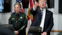 Trump po masakre mení názor, je za sprísnenie vlastníctva zbraní