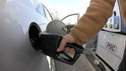 Ropa opäť zlacnela, za pohonné látky zaplatíme menej