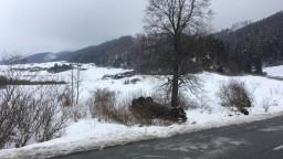 Vážny incident na Spiši, auto zmietlo skupinu malých detí