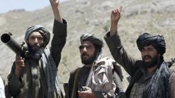 Pri krvavých útokoch v Afganistane zahynuli desiatky vojakov