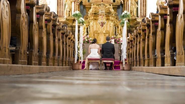 Administratívny poplatok za cirkevný sobáš sa ruší