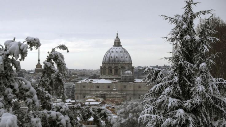 Fotogaléria: Rím po rokoch paralyzoval sneh, školy zatvorili
