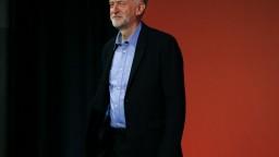 Corbyn chce pokračovať v colnej únii, Mayová stráca podporu