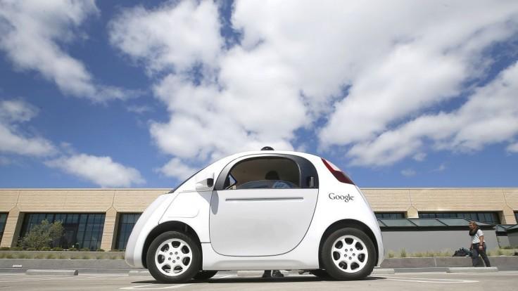 Autonómne autá v Kalifornii už nemusia kontrolovať záložní vodiči