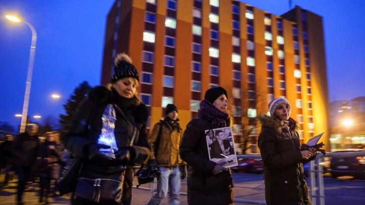 Stovky ľudí si v Nitre a Šali uctili pamiatku zavraždeného novinára