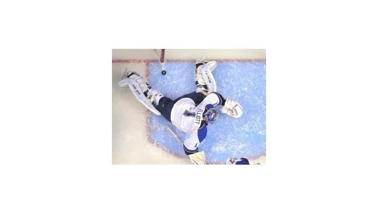 St. Louis bez Haláka na pokraji vyradenia, Devils zdolali Flyers a vedú 2:1