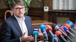 Maďarič sa nevie vyrovnať s vraždou novinára, končí ako minister