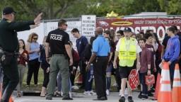 Školu v Parklande opäť otvorili, študenti sa po streľbe vrátili do školských lavíc