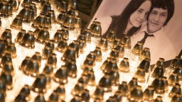 Spred úradu vlády zmizli sviečky za zavraždených. Mali byť hrozbou