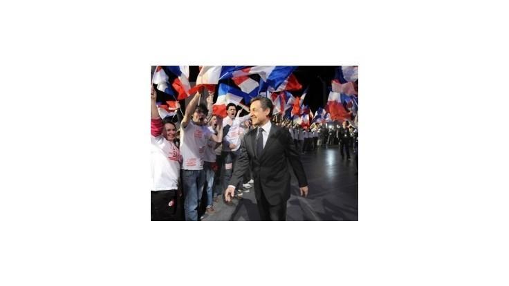 Francúzske voľby majú byť tesné, Sarkozy sľubuje prekvapenie