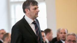 Koalícia prišla o poslanca, prekážajú mu prepojenia na politikov
