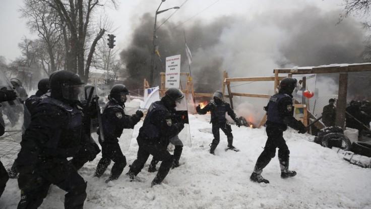 Polícia vtrhla do táboriska odporcov vlády, zadržala vyše sto ľudí