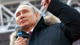 Putin sľúbil desaťročie žiarivého víťazstva, ak ho zvolia