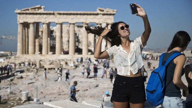 Grécka ekonomika sa po desaťročí dostala do plusových čísiel