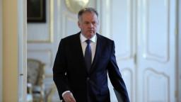 Konšpiračné teórie Ficovi pri riešení krízy nepomôžu, reagoval prezident