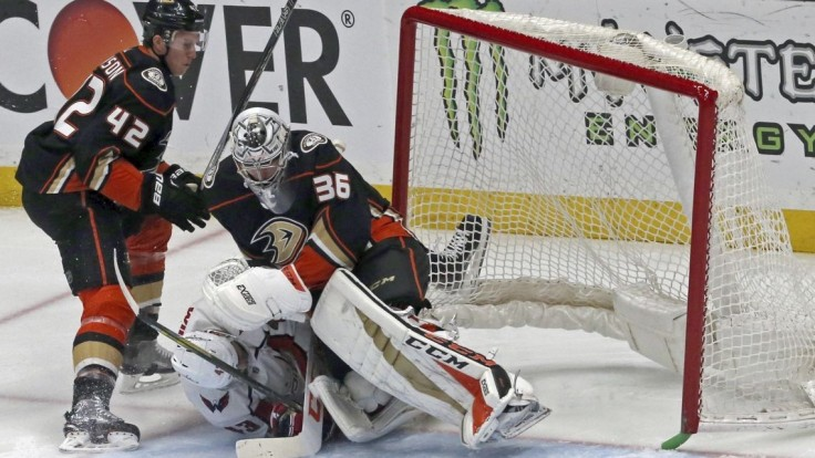 NHL: Chára si pripísal dva mínusové body, Chicago s Jurčom zdolalo Colorado