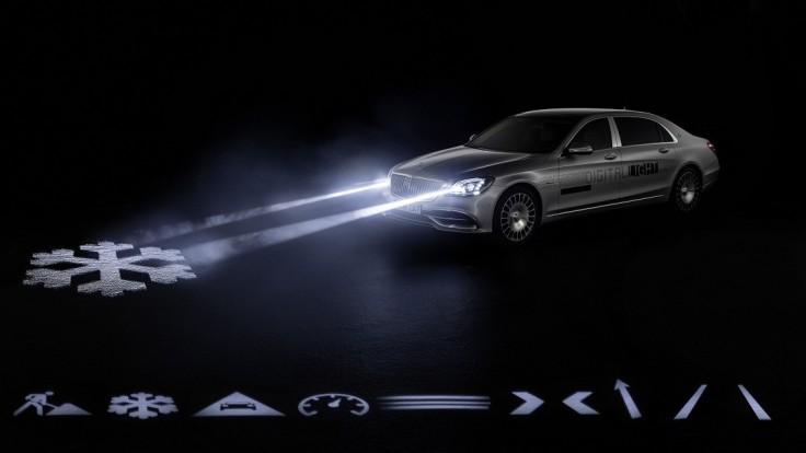 Digitálne svetlo budúcnosti vysvieti cestu pred Mercedes-Maybach