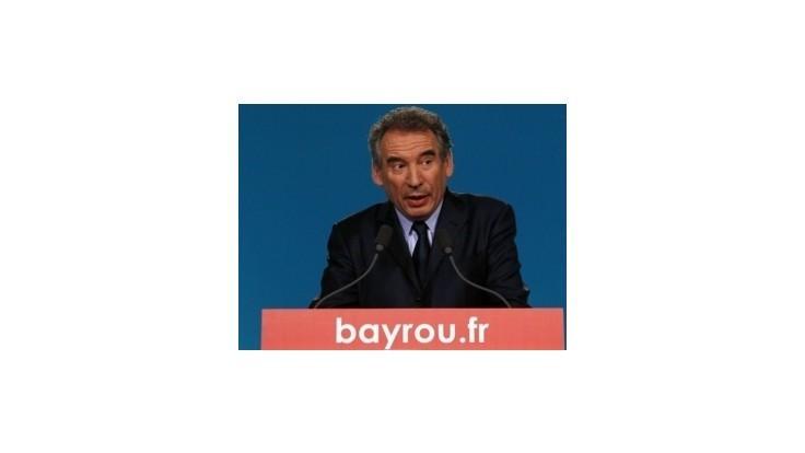 Centrista Bayrou podporí vo voľbách socialistu Hollandea