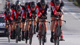 Bora so Saganom skončila siedma, víťazom etapy sú jazdci BMC