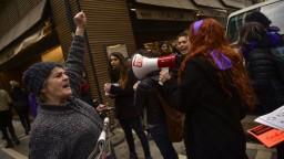 Ulice paralyzovali demonštrácie žien, požadujú platovú rovnoprávnosť