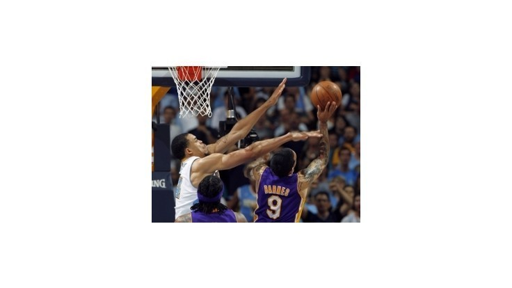 Lakers prehrali v Denveri, domáce víťazstvá Bostonu a Philadelphie