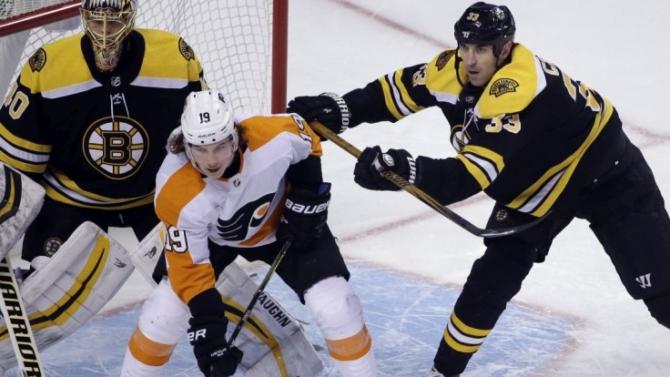 NHL: Chára si pripísal asistencie, Tatar si zahral proti svojim