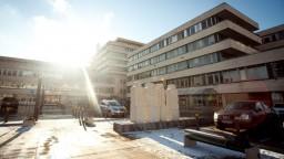 Ministerstvo začalo oddlžovať nemocnice, vyčlenilo 585 miliónov