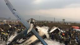 Pristávanie sa zmenilo na horor, v lietadle zahynuli desiatky ľudí