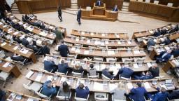 SaS sa stiahne z rokovaní parlamentu: Vláda nemá legitimitu