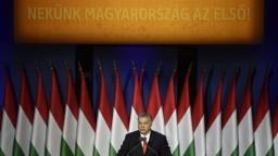Poliaci mieria do Maďarska, chcú podporiť Orbána počas osláv