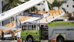 Neďaleko floridskej univerzity sa zrútil most, zahynuli pod ním ľudia
