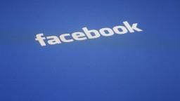 Facebook čelí kritike, únik informácií mal pomôcť Trumpovi