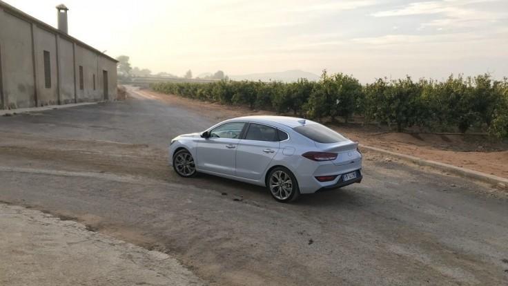 Hyundai i30 Fastback 1.4 T-GDi: Kupé s piatimi dverami za ľudovú cenu