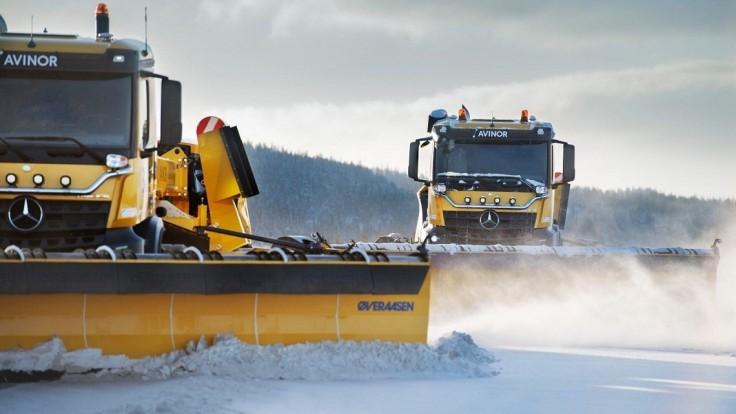Na letisku v Nórsku sa predviedli autonómne snežné pluhy