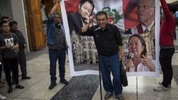 Prezident Peru Kuczynski pod tlakom opozície podal demisiu