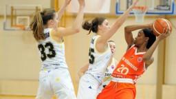 V semifinále play-off basketbalistiek sa už tretí rok opakuje zostava